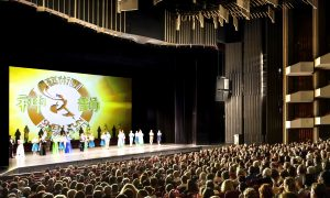 Ottawa Theatregoers Cheer for Shen Yun