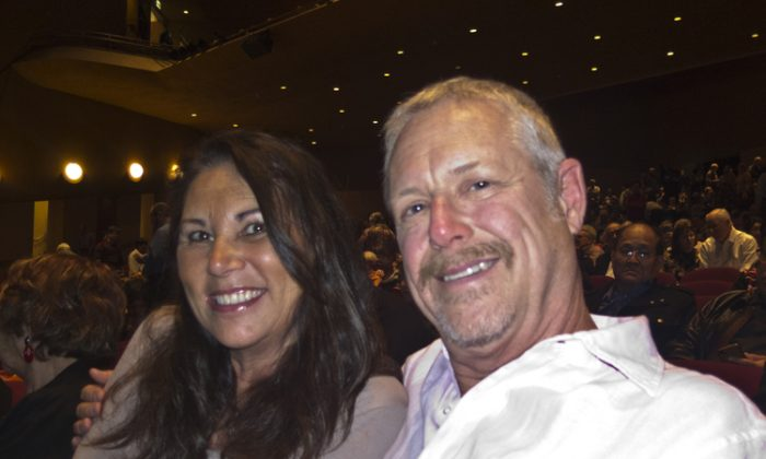 Business Couple Hopes Shen Yun Can Perform in China
