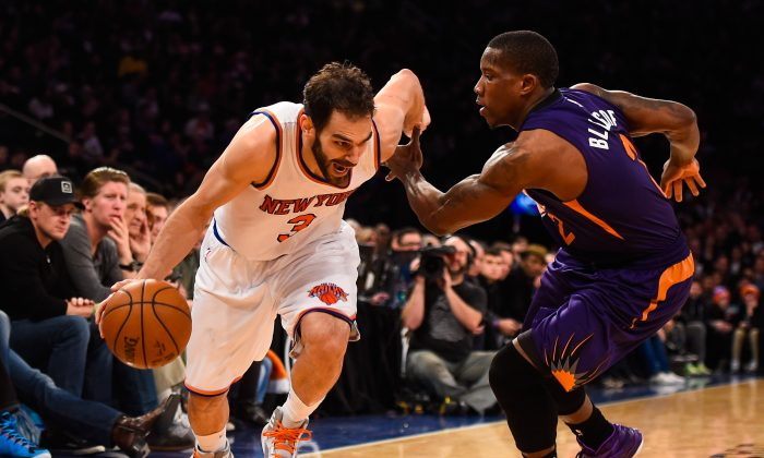 Jose Calderon #3 of the New York Knicks attempts to drive past Eric Bledsoe #2 of the Phoenix Suns in the second half at Madison Square Garden on December 20, 2014 in New York City. (Photo by Alex Goodlett/Getty Images)