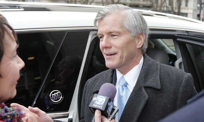 Former Virginia Gov. Bob McDonnell arrives at federal court for sentencing in Richmond, Va., Tuesday, Jan. 6, 2015. McDonnell, once a top Republican prospect for national office, was convicted for selling the influence of his office to the CEO of a dietary supplements company. (AP Photo/Steve Helber)