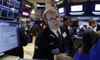 US Stocks Rise, Breaking a String of Losses, as Oil Steadies