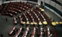 Hong Kong: Pro-Democracy Lawmakers Unfurl Yellow Umbrellas in Council Boycott