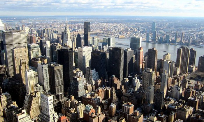 City planners are looking to redevelop the eastern part of midtown Manhattan. How can they preserve its character, economic importance, and functionality? (Wikimedia Commons, CC BY)