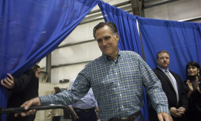 Former Massachusetts Gov. Mitt Romney walks to the stage during a rally for Republican Senate candidate Dan Sullivan at a PenAir airplane hangar on November 3, 2014 in Anchorage, Alaska. (Photo by David Ryder/Getty Images)
