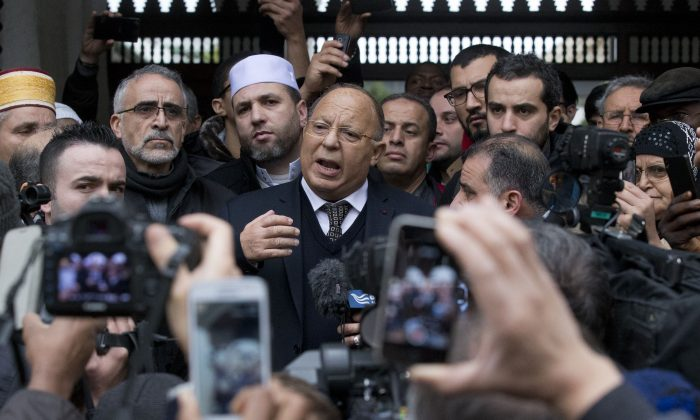 Grand Mosque rector Dalil Boubakeur (C) delivers a statement to members of the media following Friday prayers, Paris, Friday, Jan. 9, 2015. (AP Photo/Michel Euler)