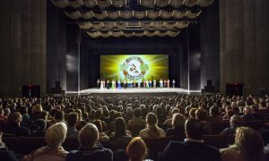Publisher Inspires People to see Shen Yun
