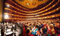 Cuban Exile Applauds Shen Yun's Revival of Traditional Chinese Culture