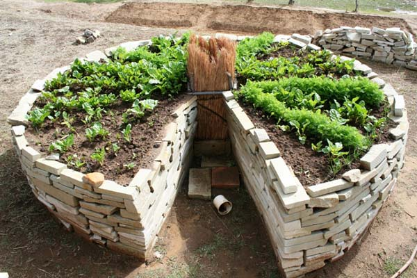 Keyhole style garden in Africa (http://www.sendacow.org.uk/lessonsfromafrica/resources/keyhole-gardens)
