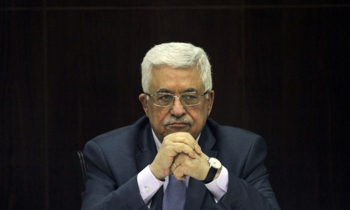 Palestinian President Mahmoud Abbas chair a session of the Palestinian cabinet in the West Bank city of Ramallah on  July 28, 2013. (AP Photo/ Xinhua, Issam Rimawi)