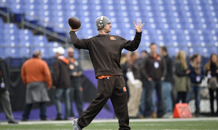 Cleveland Browns quarterback Johnny Manziel throws to a receiver as he warms up before an NFL football game against the Baltimore Ravens, Sunday, Dec. 28, 2014, in Baltimore. (AP Photo/Nick Wass)
