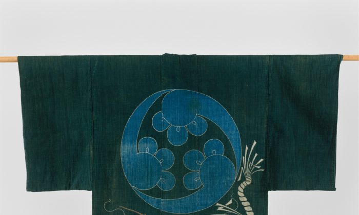 Kimono-Shaped Coverlet (Yogi) with Lobster and Crest dated Meiji period (1868–1912) in plain-weave cotton, resist-dyed and painted with dyes and pigments (tsutsugaki). (www.metmuseum.org/Seymour Fund, 1966)