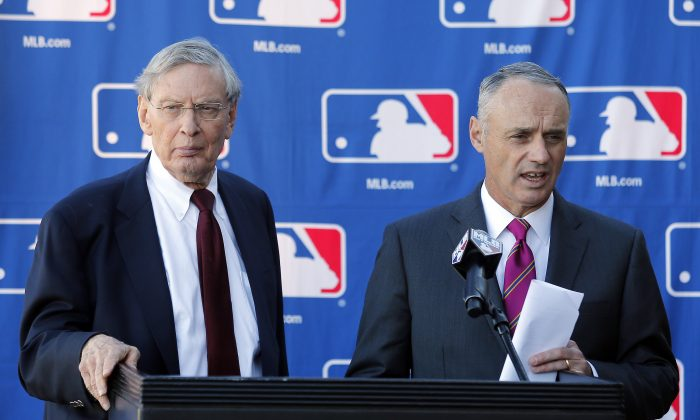 Commissioner of Baseball Bud Selig (L) and Commissioner-elect Rob Manfred speak with the media during a news conference at the Major League Baseball owners meeting, Thursday, Jan. 15, 2015, in Phoenix. (AP Photo/Rick Scuteri)