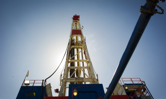 A Consol Energy Horizontal Gas Drilling Rig explores the Marcellus Shale outside the town of Waynesburg, Penn., on April 13, 2012. (Mladen Antonov/AFP/Getty Images)