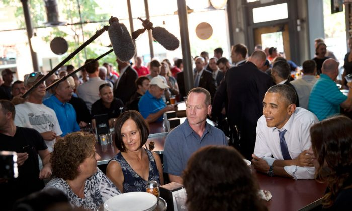 Leslie Gresham (L), Carolyn Reed, and David Johnson, all who wrote President Barack Obama (R) letters, have dinner with the President at Wazee Supper Club in Denver on July 8, 2014. Reed is a guest to watch President Barack Obama's State of the Union address on Capitol Hill Tuesday. (AP Photo/Jacquelyn Martin)