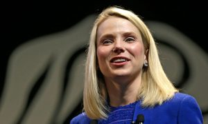 Yahoo CEO Poised to Make Fateful Decision on Alibaba Stake