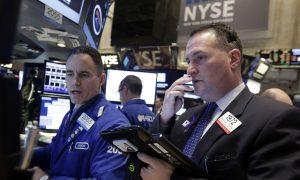 US Stocks Rise on Expected European Stimulus, Higher Oil