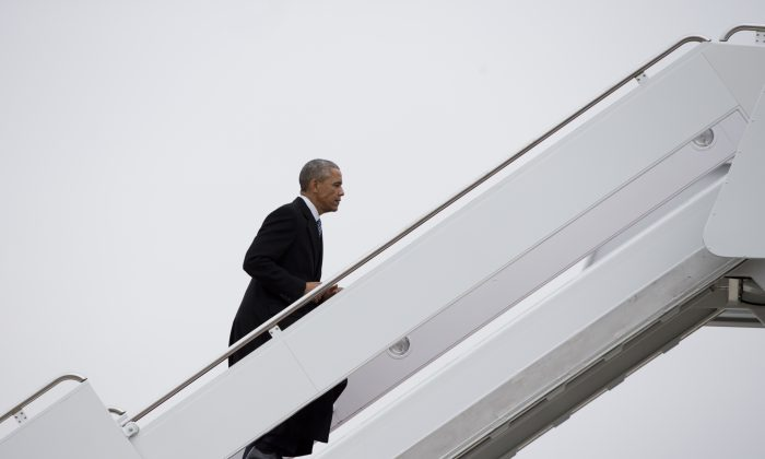 President Barack Obama boards Air Force One, Wednesday, Jan. 21, 2015, at Andrews Air Force Base, Md., en route to Boise State University where he will discuss the themes in his State of the Union address. (AP Photo/Carolyn Kaster)