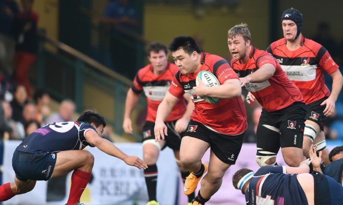 Leon Wei surging forward for Societe Generale Valley in their HKRFU Premiership match against Bloomberg HK Scottish at Sports Road on Saturday 17 Jan, 2015. Valley won the match 42-12 and at the same time took charge of the Broony Quaich trophy. (HKRFU)