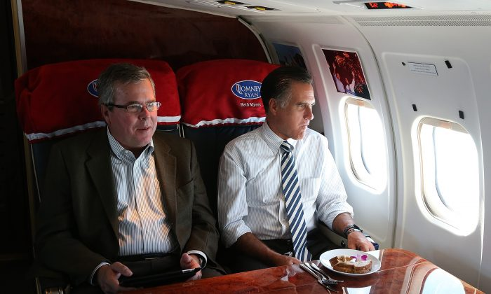 Then Republican presidential candidate Mitt Romney (R) sits with former Florida Gov. Jeb Bush aboard his campaign plane on Oct. 31, 2012, en route to a campaign stop in Miami, Florida. (Justin Sullivan/Getty Images)