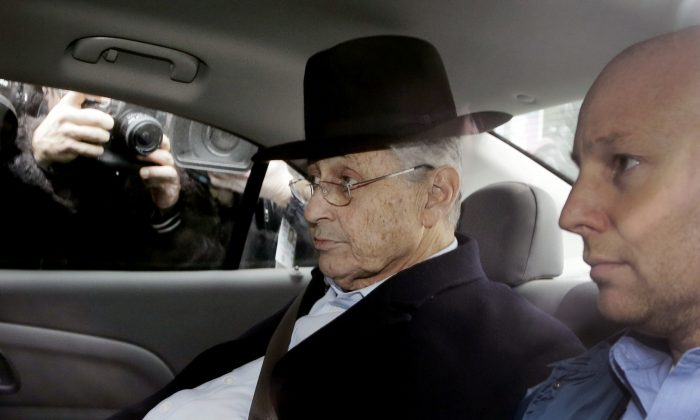 New York Assembly Speaker Sheldon Silver, center, is driven by federal agents to federal court, Thursday, Jan. 22, 2015 in New York. Silver, who has been one of the most powerful men in Albany for more than two decades, was arrested Thursday on public corruption charges. (Mark Lennihan/AP Photo)