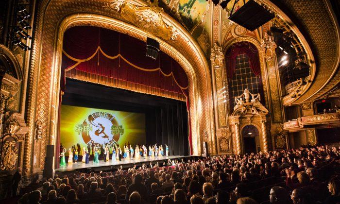 Shen Yun Performing Arts World Company's curtain call at Citi Wang Theatre in Boston on Feb. 28, 2014. (Edward Dai/Epoch Times)