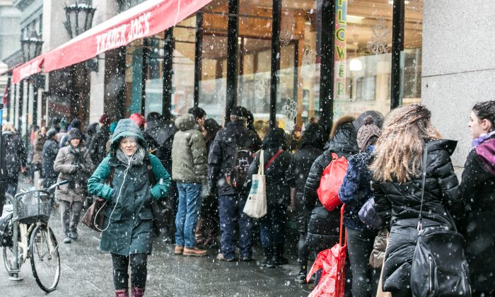 People wait in line outside to shop at Trader Joe's during a snow storm in Chelsea, Manhattan, on Jan. 26, 2015. (Benjamin Chasteen/Epoch Times)