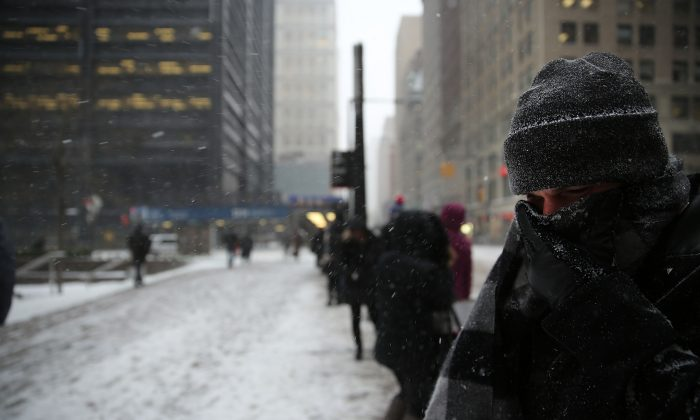 The George Washington Bridge, the Lincoln and Holland Tunnels, Bayonne and Goethals Bridge and the Outerbridge Crossing will close at 11 pm ET due to the impending snowstorm in New York City.  (Spencer Platt/Getty Images)