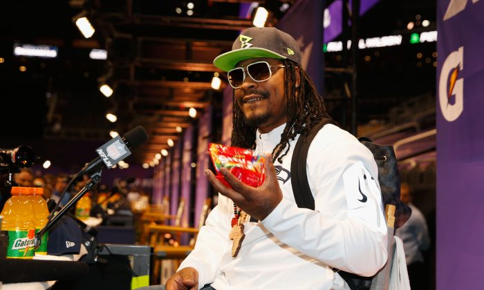 Marshawn Lynch #24 of the Seattle Seahawks eats Skittles as he addresses the media at Super Bowl XLIX Media Day Fueled by Gatorade inside U.S. Airways Center on January 27, 2015 in Phoenix, Arizona.  (Photo by Christian Petersen/Getty Images)