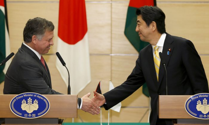 Jordan's King Abdullah II (L) and Japanese Prime Minister Shinzo during a  press conference in Tokyo on Nov. 20, 2014.  (Shizuo Kambayashi/AFP/Getty Images)