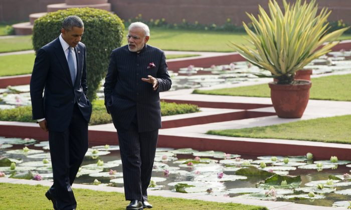 Indian Prime Minister Narendra Modi and US President Barack Obama walk through the gardens between official meetings at Hyderabad House in New Delhi on Jan. 25, 2015. Chinese media believed the tighter cooperation between China and the US is not going anywhere. (Saul Loeb/AFP/Getty Images)