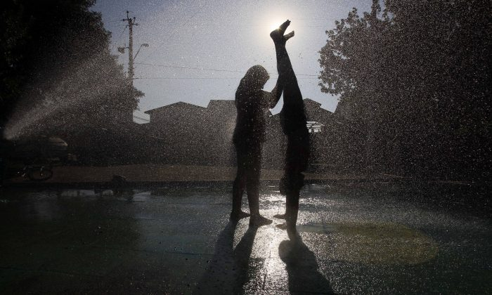 Playtime. (AP Photo/Luis Hidalgo)