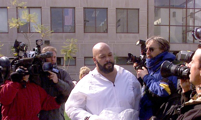 "Marion ""Suge"" Knight exits Los Angeles County Jail in Los Angeles, Calif., on February 26, 2002. ( J. Emilio Flores/Getty Images)"