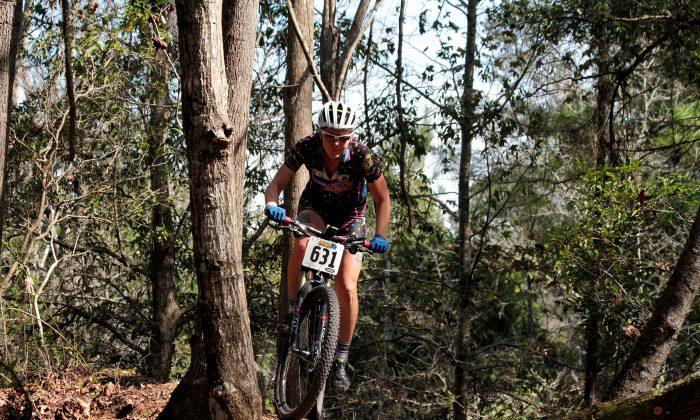 A rider negotiates the difficult terrain of the Vortex trail during the 2015 GoneRiding Twelve Hours of Santos mountain bike race, Feb. 21, 2015. (Chris Jasurek/Epoch Times)