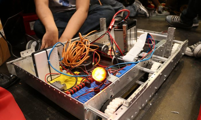 The NYC FIRST Robotics Competition in New York attracted over 3,000 students on April 4, 2014. (ALLEN XIE/Epoch Times)