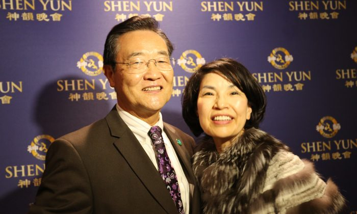 Steven Choi (L), the former mayor of Irvine who retained his California Assembly seat in 2020, after a performance of Shen Yun Performing Arts at the Segerstrom Center for the Arts in Costa Mesa, Calif., on Feb. 1, 2015. (The Epoch Times)