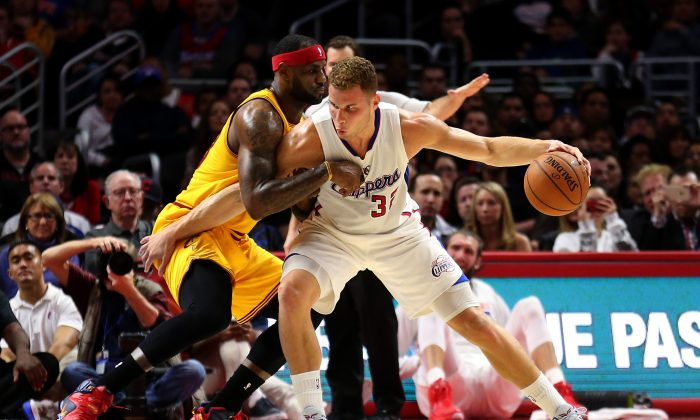 Blake Griffin #32 of the Los Angeles Clippers posts up LeBron James #23 of the Cleveland Cavaliers at Staples Center on January 16, 2015 in Los Angeles, California. (Photo by Stephen Dunn/Getty Images)