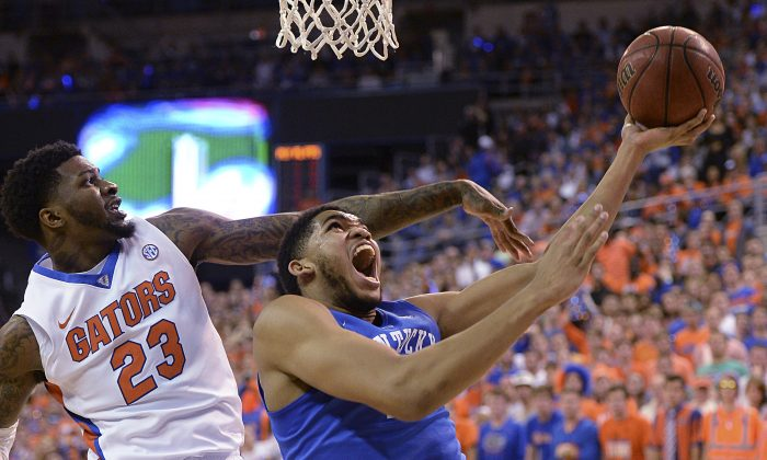Florida forward Chris Walker (23) pressures Kentucky forward Karl-Anthony Towns (12) during the first half of an NCAA college basketball game in Gainesville, Fla., Saturday, Feb. 7, 2015. Kentucky defeated Florida 68-61. (AP Photo/Phil Sandlin)