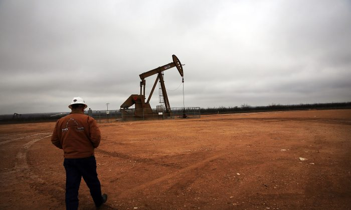 An oil well owned an operated by Apache Corporation in the Permian Basin in Garden City, Texas, on Feb. 5, 2015. (Spencer Platt/Getty Images)