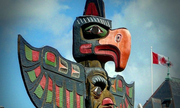 A totem pole in Thunderbird Park, Victoria, British Columbia, Canada. (Emmanuel Brunner/Wikimedia Commons)