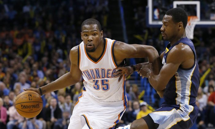 Oklahoma City Thunder forward Kevin Durant (35) drives around Memphis Grizzlies forward Tony Allen during the third quarter of an NBA basketball game in Oklahoma City, Wednesday, Feb. 11, 2015. (AP Photo/Sue Ogrocki)