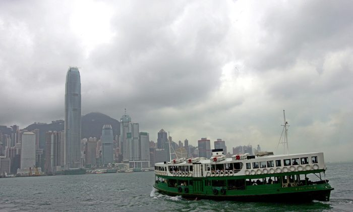 Tourists and commuters take a Ferry across Hong Kong's Victoria Harbor, May 12, 2005. (AP Photo/Vincent Yu)