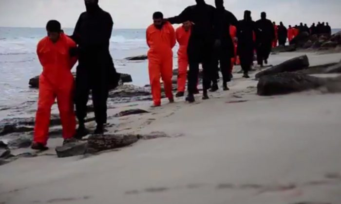 A screenshot shows the ISIS video in February. (Epoch Times Screenshot from the Islamic Statevideo)