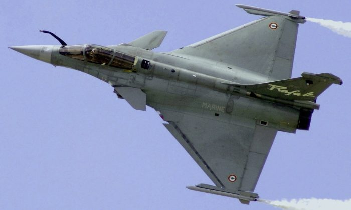 In this June 21, 2001 file photo, a French Air Force Rafale manufactured by France's Dassault Aviation speeds above Le Bourget airport, north of Paris, France, during the 44th Paris Air Show. (AP Photo/Remy de la Mauviniere)