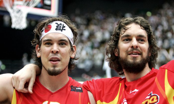 Spain's Pau Gasol (R) and his younger brother Marc Gasol hold each other after after the final of the World Basketball Championship, in Saitama, 03 September 2006. (AFP/Getty Images)
