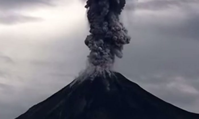 The Colima volcano in Mexico erupted this week, and an incredible video captured it perfectly. (Screenshot/YouTube)