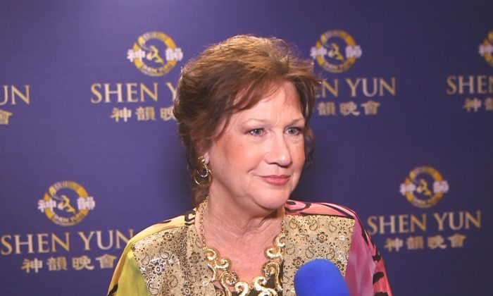Writer Says Shen Yun Connects Mankind