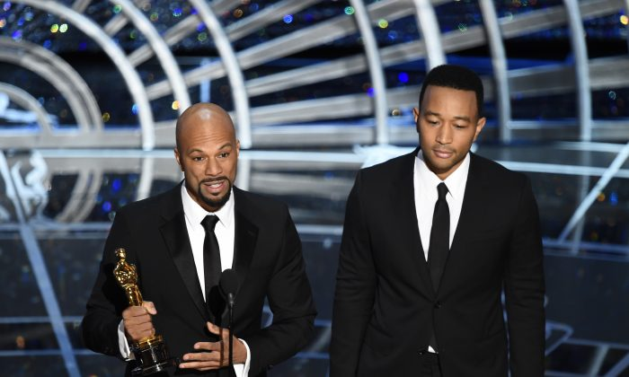 """Musicians Common and John Legend (R) address the audience after accepting the Oscar for  Best Original Song """"Glory"""" (Selma) on stage  at the 87th Oscars Feb. 22, 2015 in Hollywood, California. (Robyn Beck/AFP/Getty Images)"""
