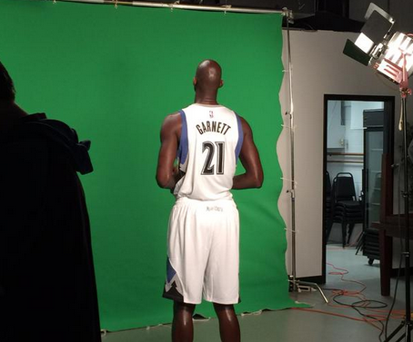 Kevin Garnett back in a No. 21 Minnesota Timberwolves jersey on Tuesday, February 24, 2015. (Minnesota Timberwolves)