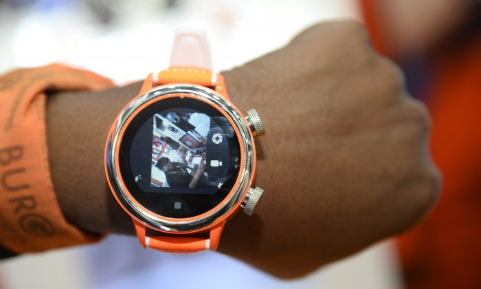 A Burg smartwatch displays video captured by its lens at the Consumer Electronics Show in Las Vegas, U.S.A on Jan. 7, 2015. (Robyn Beck/AFP/Getty Images)