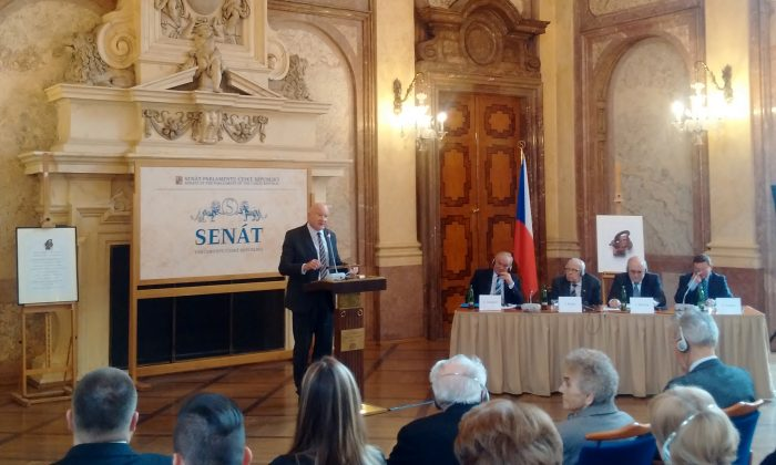 Ethan Gutmann speaks at the Family In Times of Unfreedom International Conference in the Main Hall of the Wallenstein Palace, Senate of Czech Parliament, Feb. 25, 2015. (Epoch Times)